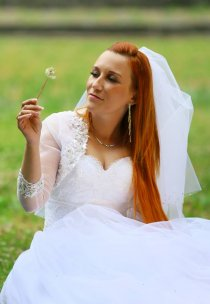 Pani Róża w sukni marki Vanessa - model 1519.