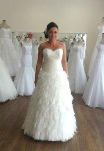 Pani Natalia w sukni z kolekcji Vanessa - model 1311