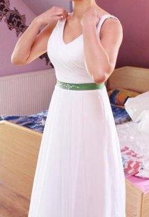 Pani Łucja w sukni ślubnej własnego projektu. Ozdobą jest piękne wycięcie pleców widoczne na następnym zdjęciu.