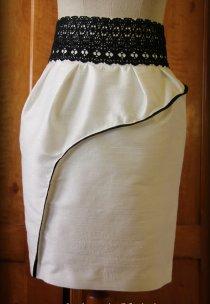 Suknia wykonana została z naturalnego jedwabiu sprowadzonego aż z Wiednia.